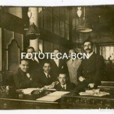Fotografía antigua: FOTO OIRIGINAL TRABAJADORES DE TINTAS LORILLEUX EN SU OFICINAS DE BARCELONA AÑO 1916. Lote 109002723