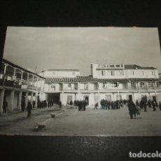 Fotografía antigua: COLMENAR DE OREJA MADRID PLAZA ANIMADA FOTOGRAFIA ANTIGUA 8 X 11 CTMS. Lote 110097499
