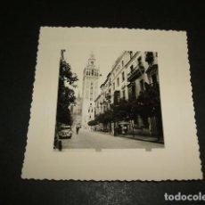 Fotografía antigua: SEVILLA LA GIRALDA FOTOGRAFIA AÑOS 40 8 X 8 CMTS. Lote 110203659