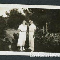 Fotografía antigua: IBIZA. EIVISSA. PAREJA. PAISAJE. TURISMO. C. 1934. Lote 110205747