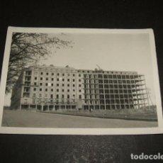Fotografía antigua: MADRID EDIFICIOS DE VIVIENDAS EN CONSTRUCCION FOTOGRAFIA AÑOS 50. Lote 110322299