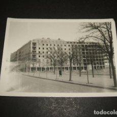 Fotografía antigua: MADRID EDIFICIOS DE VIVIENDAS EN CONSTRUCCION FOTOGRAFIA AÑOS 50. Lote 110322335