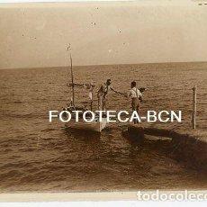 Fotografía antigua: FOTO ORIGINAL PLAYA CAS CATALÀ BARCA PESCADORES AÑOS 20 MALLORCA BALEARES. Lote 110331191