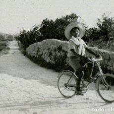 Fotografía antigua: MANACOR. MALLORCA. GUILLEM D'EFAK. CANTANTE DE NIÑO. C. 1945. Lote 111537315