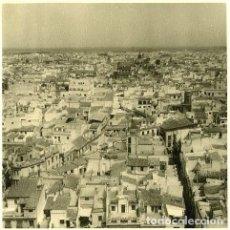 Fotografía antigua: SEVILLA. PANORÁMICA DESDE LA GIRALDA. 3 FOTOGRAFÍAS POR VIAJERO FRANCÉS EN 1952.. Lote 111907731