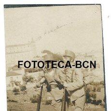 Fotografía antigua: FOTO ORIGINAL TOLEDO SOLDADOS EJERCITO ESPAÑOL VISTA DEL ALCAZAR PRINCIPIOS SIGLO XX. Lote 112468467
