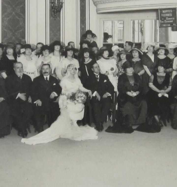Fotografía antigua: RETRATO DE BODA, MARZO 1920. FOTO: MERLETTI, BARCELONA. Soporte: 25x34 cm. VER TEXTO REVERSO - Foto 4 - 112547251