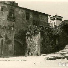 Fotografía antigua: TARRAGONA. 'EL FORO' EN EL CASCO ANTIGUO DE LA CIUDAD. AÑO 1953 POR VIAJERO FRANCÉS.. Lote 113109887