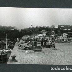 Fotografía antigua: GALICIA. BARCOS DE PESCA. PUERTO. PESCADORES. PAISAJE MARINO. C.1973. Lote 113353423