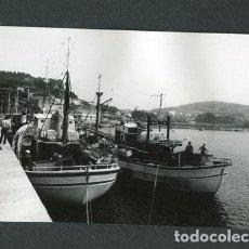 Fotografía antigua: GALICIA. BARCOS DE PESCA. PUERTO-10. PAISAJE MARINO. C.1973. Lote 113353519
