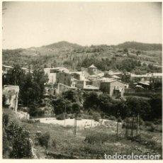 Fotografía antigua: SAN JUAN DE LAS ABADESAS (GIRONA). VISTA GENERAL. FOTOGRAFIA POR VIAJERO FRANCÉS EN 1953. Lote 113484231