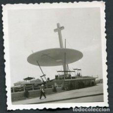 Fotografía antigua: XXXV CONGRESO EUCARÍSTICO DE BARCELONA. ALTAR EUCARÍSTICO. AVENIDA DIAGONAL. 1952. Lote 113712831