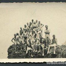 Photographie ancienne: PUERTO CAPAZ. EL JEBHA. MARRUECOS. BATALLÓN DE SOLDADOS ESPAÑOLES EN BAÑADOR. AGOSTO 1943. Lote 114364431