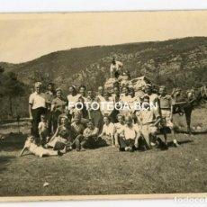 Fotografía antigua: FOTO ORIGINAL LLINAS DE BERGA AÑO 1950 CAMPAMENTO VACACIONES CARRO BURRO. Lote 114782799