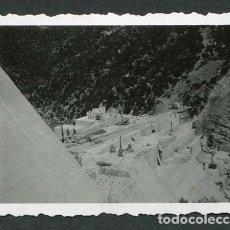 Fotografía antigua: PANTÀ DE SAU. CONSTRUCCIÓ DE LA PRESA DE L'EMBASSAMENT DE SAU. 19/09/1954. Lote 115574439
