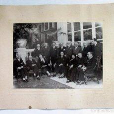 Fotografía antigua: GIL ROBLES RODEADO DE ACÓLITOS. H. 1933. POSIBLEMENTE EN LA CORUÑA.CEDA. Lote 118390483