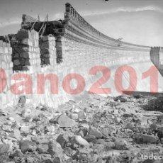 Fotografía antigua: EMBALSE Y PRESA DE SANTILLANA. MADRID 1921 - CANAL DE ISABEL II - NEGATIVO DE CRISTAL. Lote 119865131