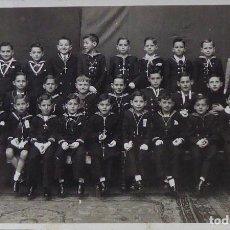 Fotografía antigua: F-3742. HERMANOS MARISTAS DE PAMPLONA. FOTOGRAFIA DE GRUPO PRIMERA COMUNIÓN. AÑOS CUARENTA. Lote 120699239