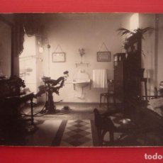 Fotografía antigua: CARTAGENA.1910. VISTA DEL INTERIOR DE LA CONSULTA DE UN DENTISTA. FORMATO DE TARJETA POSTAL. Lote 127525663