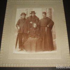 Fotografía antigua: VALENCIA DE DON JUAN LEON RETRATO DE GRUPO FRAY ARSENIO 31 DE MAYO DE 1909 FOTOGRAFIA. Lote 128148575