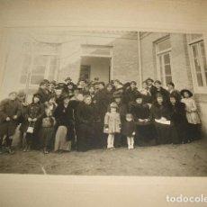 Fotografía antigua: GUADALAJARA GRUPO EN LA OFICINA DE OBRAS PUBLICAS DE LA PROVINCIA 1918 FIRMADA POR ANGEL Mª FERNANDE. Lote 128164239