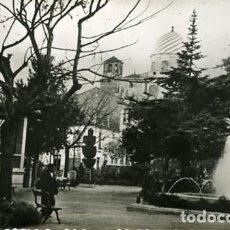 Fotografía antigua: YECLA (MURCIA). GLORIETA. TAMAÑO TARJETA POSTAL. REVERSO EN BLANCO. SIN Nº NI EDITOR.. Lote 128339143