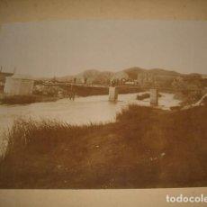 Fotografía antigua: GUADALAJARA CONTRUCCION DE PUENTE EN EL RIO HENARES FOTOGRAFIA HACIA 1900 ALBUMINA. Lote 128427039