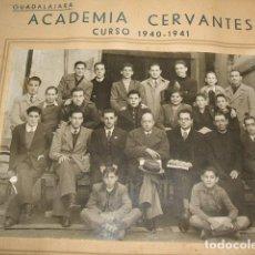 Fotografía antigua: GUADALAJARA ACADEMIA CERVANTES CURSO 1940-1941 GRUPO DE ALUMNOS Y PROFESORES FOTOGRAFIA. Lote 128427283