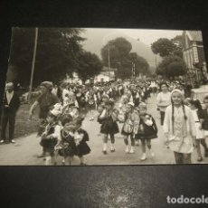 Fotografía antigua: CANGAS DE ONIS ASTURIAS FOTOGRAFIA NIÑOS CON TRAJES ASTURIANOS 7,5 X 10,5 CMTS. Lote 128577123