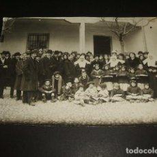Fotografía antigua: GUADALAJARA COLEGIO DE HUERFANOS GRUPO DE CIVILES MONJAS Y NIÑOS FOTOGRAFIA HACIA 1910. Lote 128582963