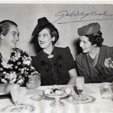 Fotografía antigua: 1939 FOTO DEDICADA FIRMADA POR GABRIELA MISTRAL JUNTO A AMIGAS PREMIO NOBEL LITERATURA FOTOGRAFIA. Lote 130371598