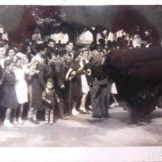 Fotografía antigua: F-3805. FIESTA POPULAR EN BARCELONA, AÑOS CINCUENTA.. Lote 131058668