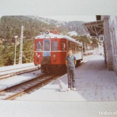 Fotografía antigua: FOTOGRAFÍA DE LA ESTACIÓN DE LOD COTOS CON EL FERROCARRIL EN 1975 - MADRID. Lote 132641406