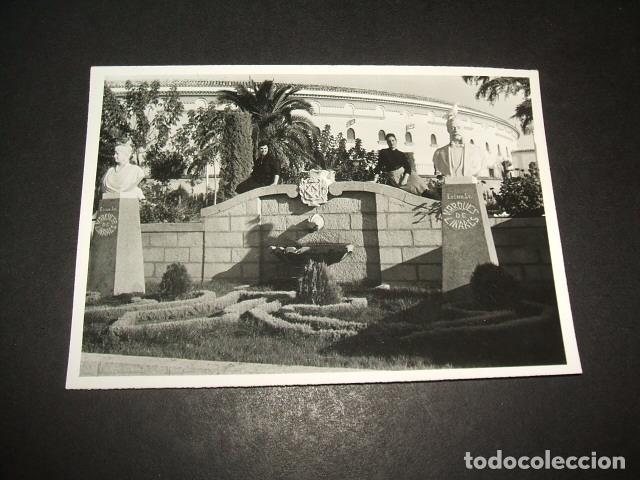 LINARES JAEN FUENTE Y PLAZA DE TOROS ANTIGUA FOTOGRAFIA 7,5 X 10,5 CMTS (Fotografía Antigua - Gelatinobromuro)