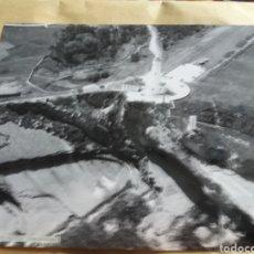 Fotografía antigua: GRAN FOTOGRAFIA AEREA 30 X 23 CM CABO MAYO FARO CANTABRIA SANTANDER AÑOS 60. Lote 133028210