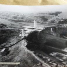 Fotografía antigua: GRAN FOTOGRAFIA AEREA 30 X 23 CM CABO MAYO FARO CANTABRIA SANTANDER AÑOS 60. Lote 133028270