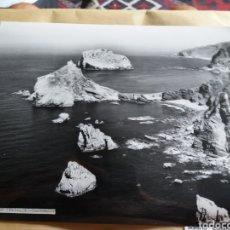 Fotografía antigua: GRAN FOTOGRAFIA AEREA 30 X 23 CM CANTABRIA SANTANDER LAREDO AÑOS 60. Lote 133028594
