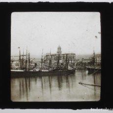 Fotografía antigua: MÁLAGA, EL PUERTO. CRISTAL POSITIVO 8X8 CM. 1900'S.. Lote 133637826