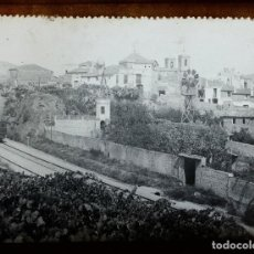 Fotografía antigua: PUEBLO A IDENTIFICAR, CATALUÑA. 1900'S. CRISTAL POSITIVO 8X8 CM.. Lote 133815302