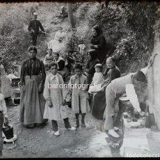 Fotografía antigua: MOLINS DE REI, LA FONT DEL MIRACLE, 1900'S. CRISTAL POSITIVO 8X8CM.. Lote 133815942