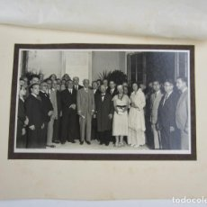 Fotografía antigua: FOTOGRAFÍA DE GRUPO CON PAU CASALS, FRANCESC MACIÀ Y OTRAS PERSONAS A IDENTIFICAR. 32X23,5CM. Lote 134315174