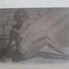 Fotografía antigua: RETRATO CHICA EN BAÑADOR FOTOGRAFIA AÑOS 50. Lote 134939530