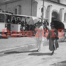 Fotografía antigua: LA REINA PASEANDO POR EL SARDINERO 1918, SANTANDER - NEGATIVO DE CRISTAL - FOTOGRAFIA ANTIGUA. Lote 135292246