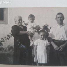 Fotografía antigua: RETRATO GRUPO FAMILIAR GUADALAJARA FOTOGRAFIA AÑOS 50. Lote 135624938