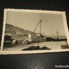 Fotografía antigua: MALAGA ESCENA PUERTO PESQUERO BARCO MATRICULA MA 6 ANTIGUA FOTOGRAFIA 7 X 10 CMTS. Lote 139356134