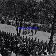 Fotografía antigua: JURA DE BANDERA EN GIJON, ASTURIAS - CRISTAL NEGATIVO - AÑO 1910. Lote 139718746