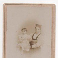 Fotografía antigua: SOCIEDAD ELECTRICO-FOTOGRAFICA. GIJON. MADRID. A M. QUIROGA. ASTURIAS. AMA DE CRIA CON NIÑO H. 1890. Lote 139944194