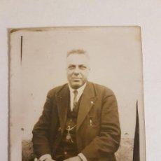 Fotografía antigua: RETRATO DE HOMBRE TRAJEADO, AÑOS 20. Lote 140409126