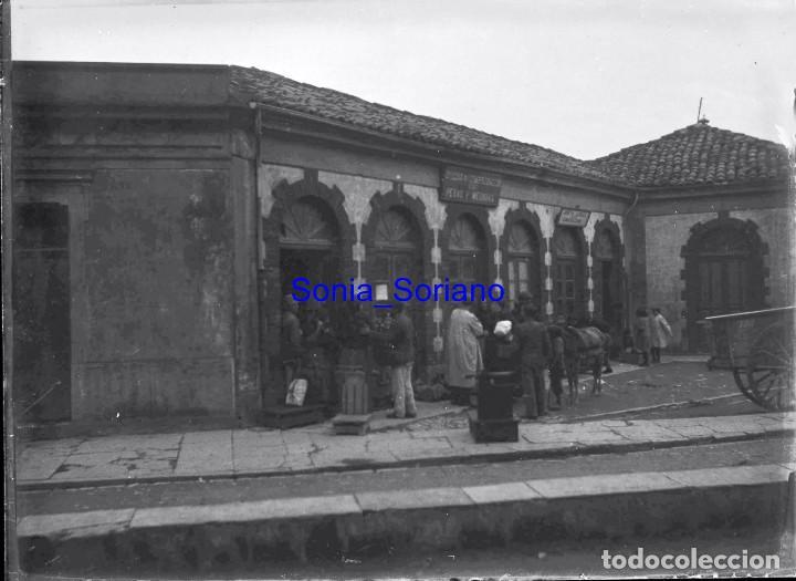 OFICINA DE COMPROBACION DE PESAS Y MEDIDAS. JUNTA LOCAL EMIGRACION ASTURIAS? CRISTAL NEGATIVO C.1900 (Fotografía Antigua - Gelatinobromuro)