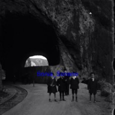 Fotografía antigua: GIJON, ASTURIAS. VIAS TREN, NIÑOS. CRISTAL NEGATIVO C.1900. Lote 140771070